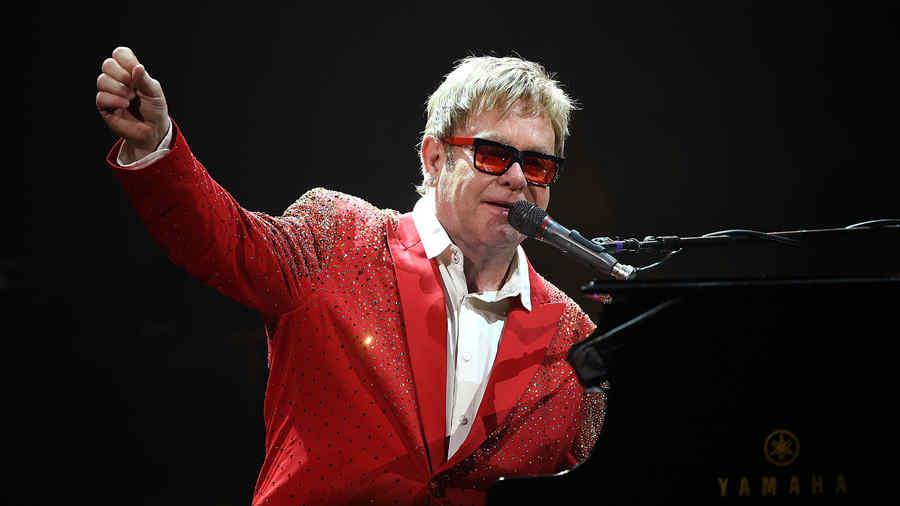 Elton John en el Dick Clark's New Year's Rockin' Eve With Ryan Seacrest 2015