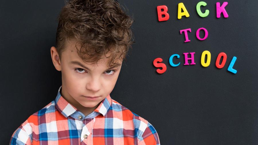 Niño de regreso a clases
