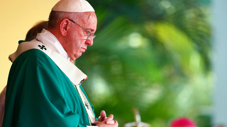 """El papa Francisco llamó a evitar un nuevo fracaso del proceso de paz en Colombia y caminar hacia una """"definitiva reconciliación"""" que ponga fin al conflicto armado, durante una misa celebrada en la capital cubana"""