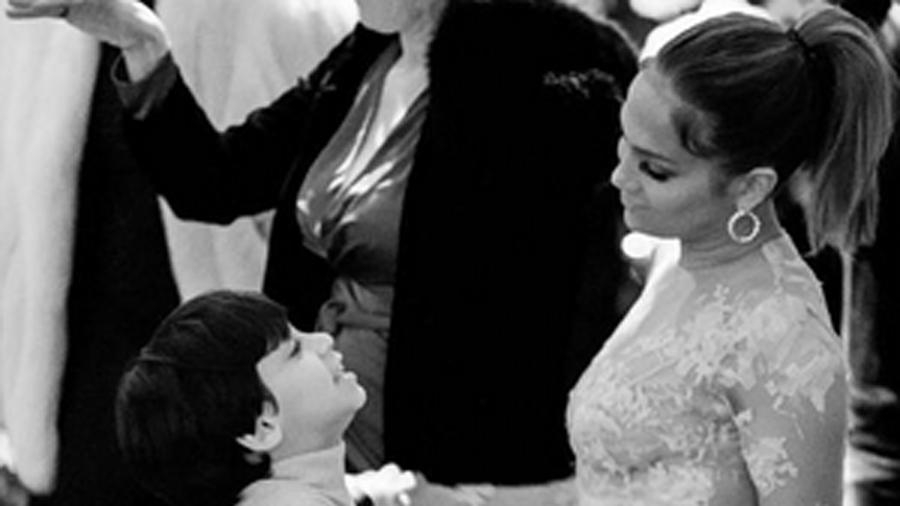 Jennifer Lopez, bailando con sus hijos