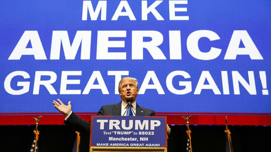 El precandidato republicano Donald Trump se dirige a sus partidarios en New Hampshire el martes 9 de Febrero del 2016