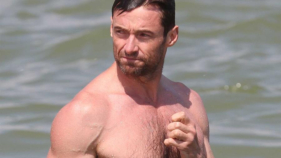 Hugh Jackman en la playa