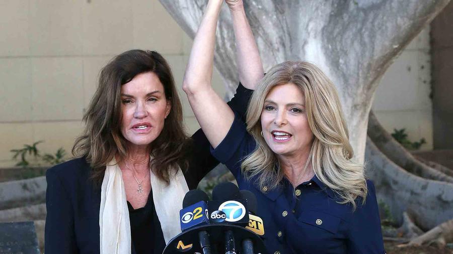 Janice Dickinson y Lisa Bloom en la corte de Los Ángeles