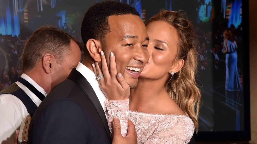 Chrissy Teigen y John Legend en los Golden Globe Awards 2015