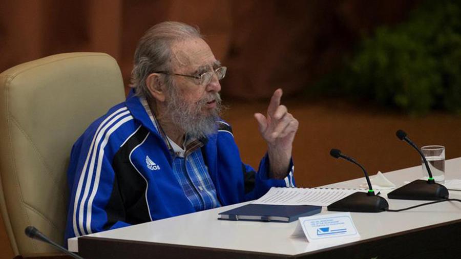 El líder cubano Fidel Castro habla durante el VII Congreso del Partido Comunista de Cuba en La Habana el martes 19 de abril de 2016