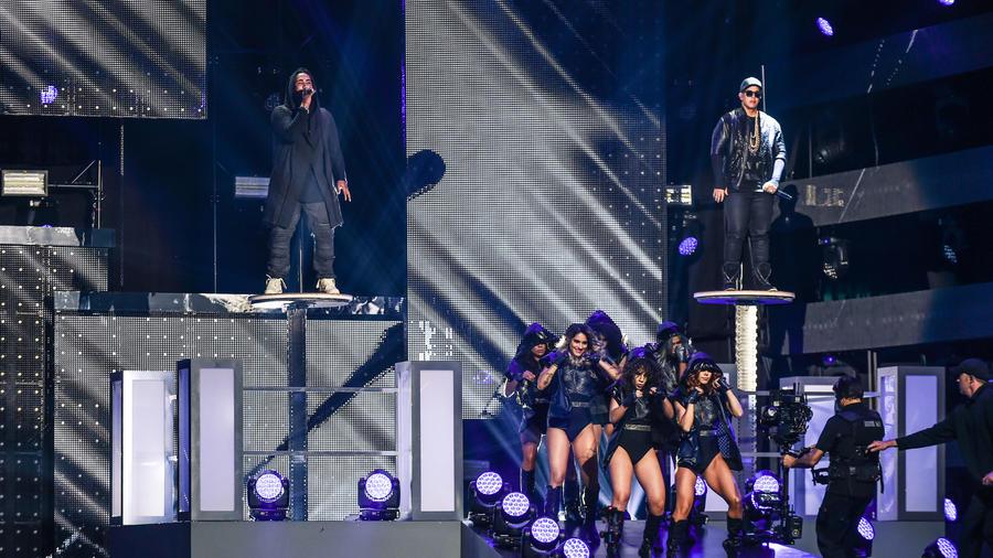 Don Omar y Daddy Yankee en el show de los Premios Billboard 2016