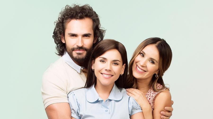 Fabián Ríos, Catherine Siachoque y Carolina Gaitan en Sin Senos Sí Hay Paraiso