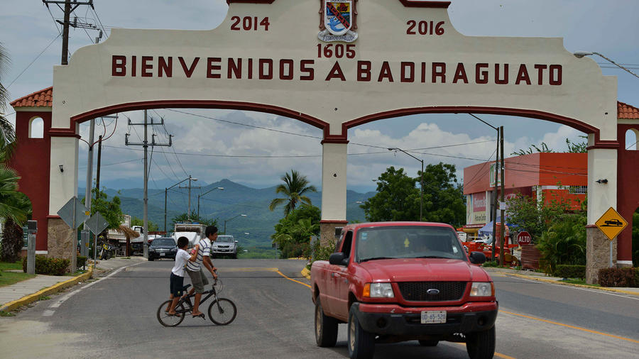 Entrada a Badiraguato, México, comunidad natal de 'El Chapo' Guzmán en Sinaloa.