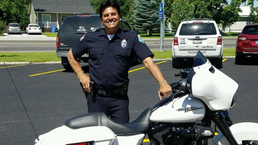 actor erik estrada fungiendo como policia