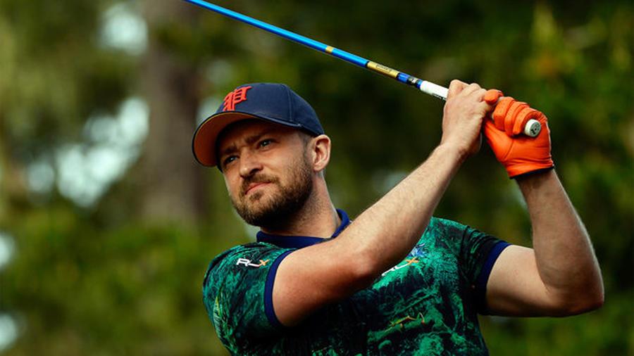 Justin Timberlake jugando golf