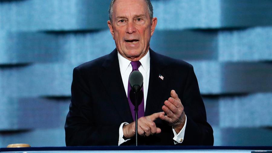 El ex alcalde de la ciudad de Nueva York Michael Bloomberg habla durante el tercer día de la Convención Nacional Demócrata, el miércoles 27 de julio de 2016, en Filadelfia.