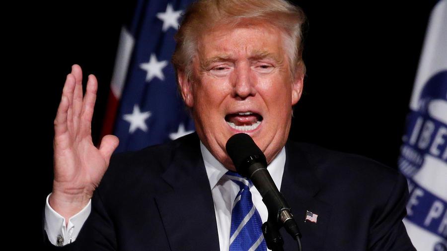 Donald Trump habla en un evento de campaña en Cedar Rapids