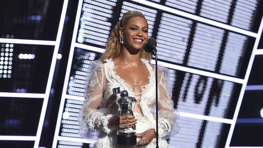 Beyoncé en los VMAs 2016