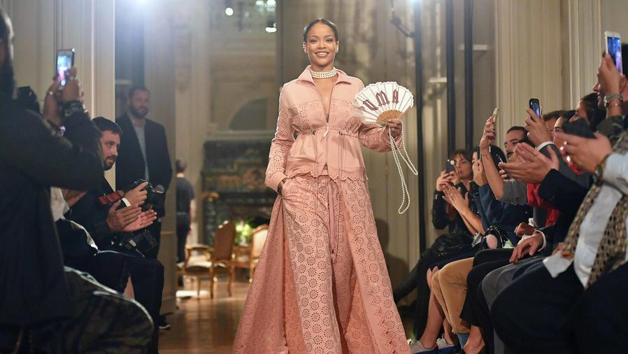 Rihanna en la pasarela de FENTY X PUMA en París