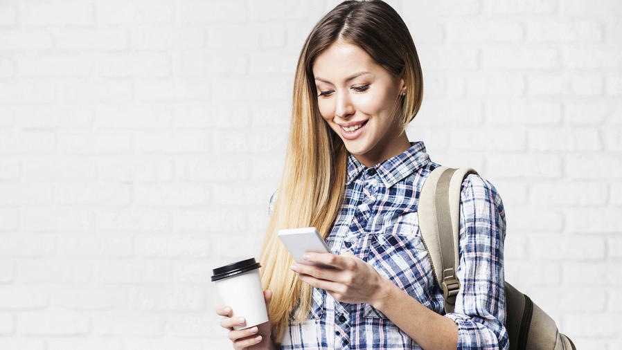Estudiante con teléfono