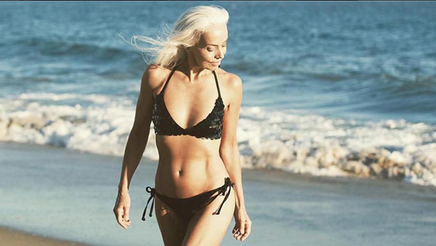 Yazemeenah Rossi posa en bikini