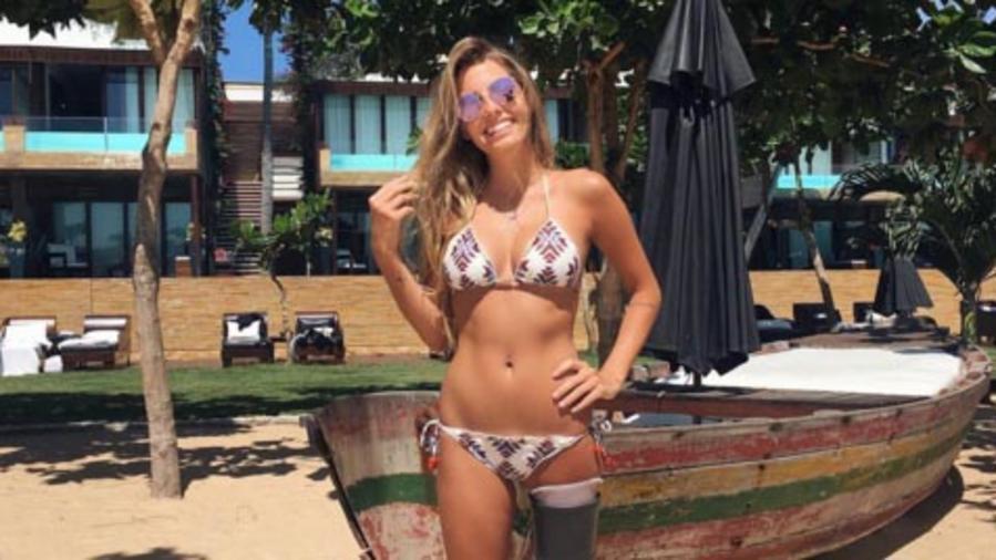 La modelo Paola Antonini posa en bikini