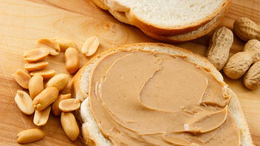 Rebanada de pan con mantequilla de maní