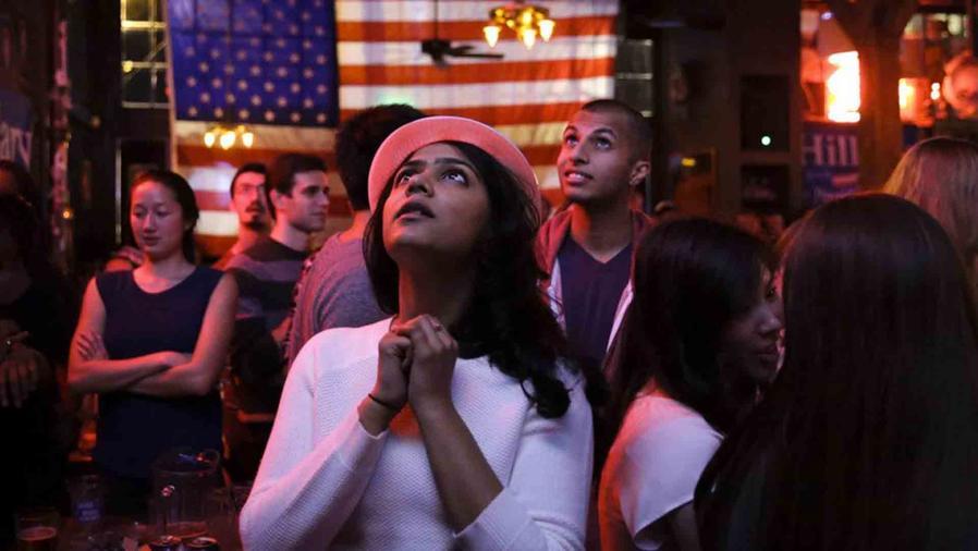 Seguidores de Hillary Clinton a la espera de los resultados electorales