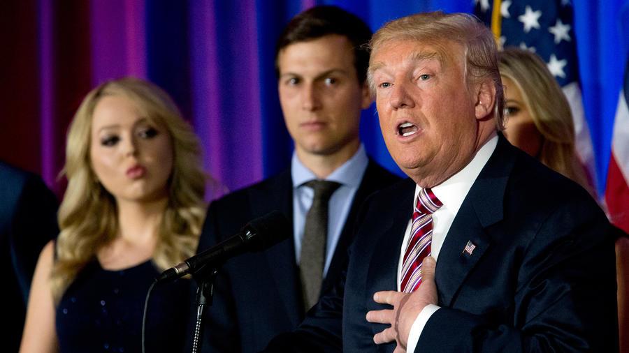 Donald Trump, su yerno Jared Kushner y su hija Tiffany en conferencia de prensa en Junio del 2016