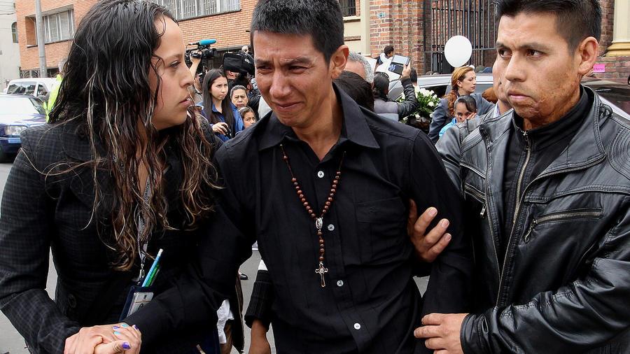 Ciudadanos despiden a niña de siete años asesinada en Colombia
