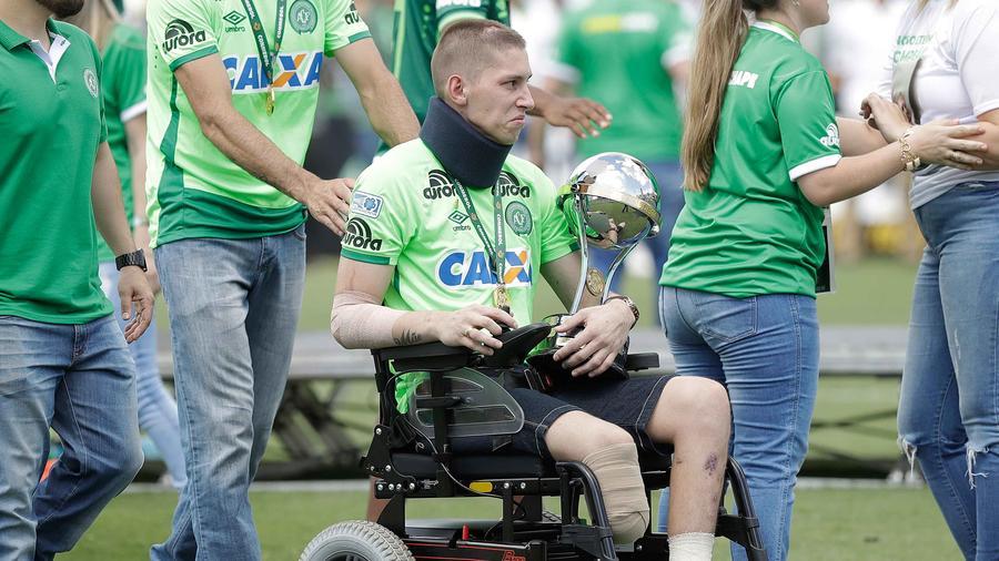 Sobreviviente del Chapecoense con copa Sudamericana