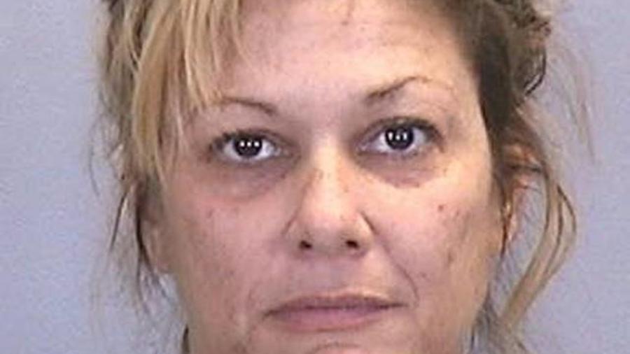 Jaimie Ayer, arrestada por relaciones sexuales con menores.