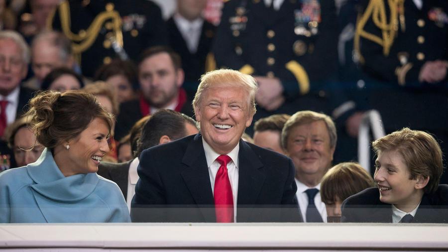 Melania, Donald y Barron Trump en la toma de posesión del presidente