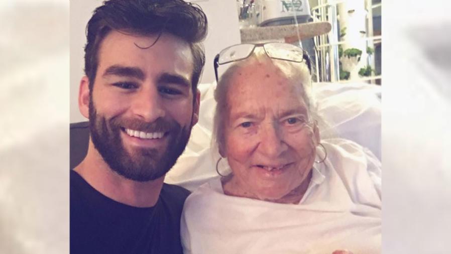 Chris Salvatore y su querida vecina Norma Cook, de 89 años