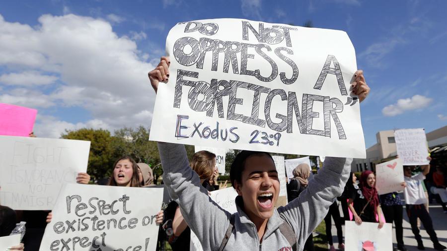 Protesta en Florida contra restricciones migratorias