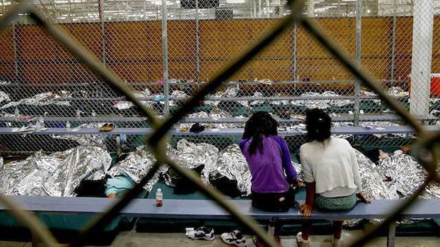 Niños centroamericanos detenidos en un centro en EEUU