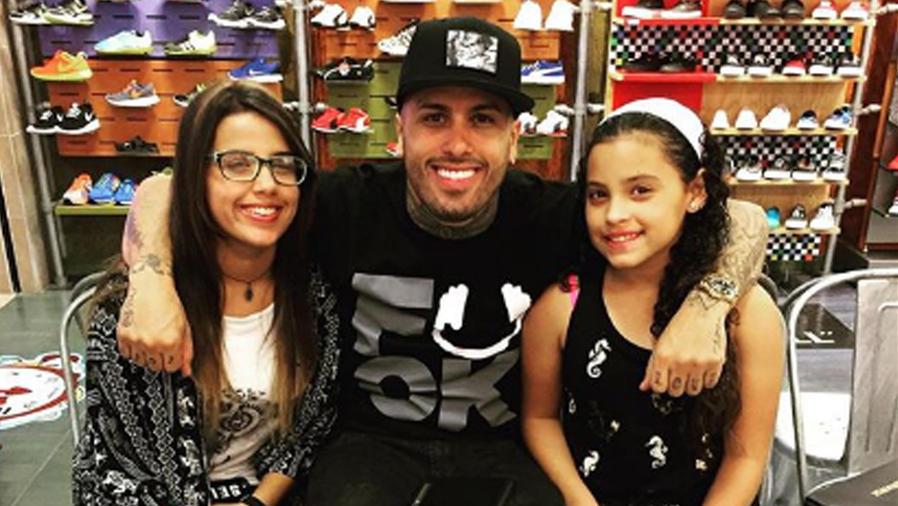 Nicky Jam junto a sus hijas