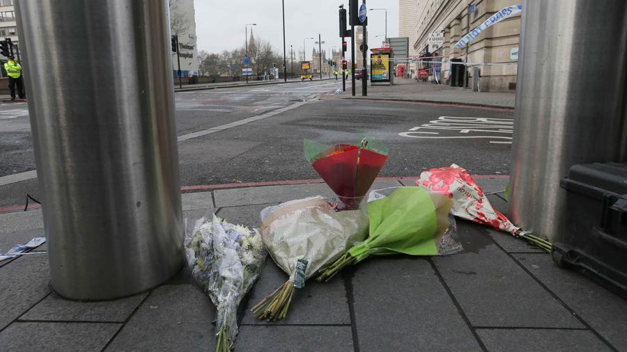 Ramos de flores en el lugar del atentado en Londres