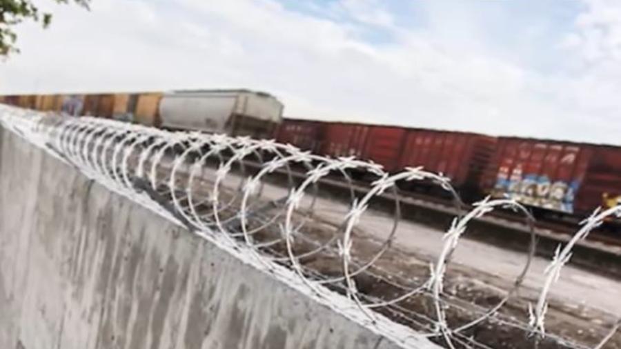 Muro de Ferrosur en Tierra Blanca, México