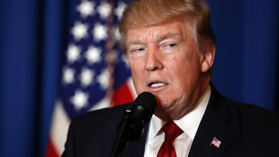 En imagen de archivo del 6 de abril de 2017, el presidente Donald Trump habla en Mar-a-Lago, en Palm Beach, Florida