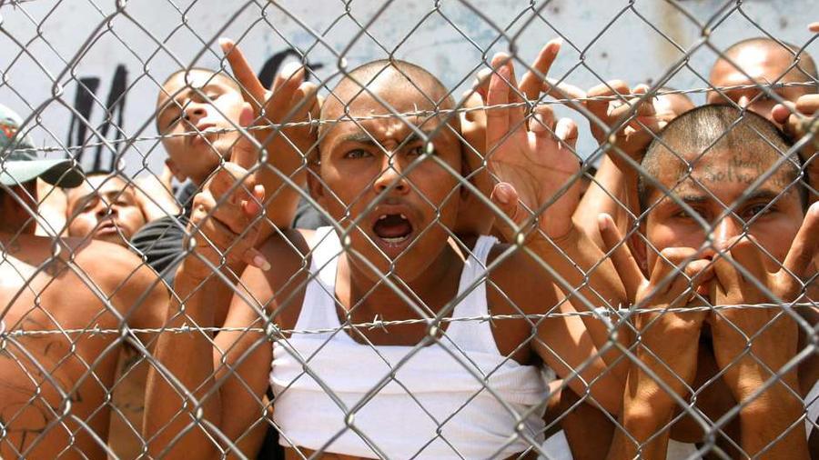 Miembros de las maras de Centroamérica en un centro de detención