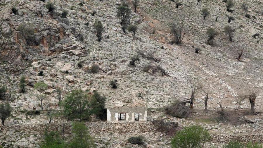 """Una casa dañada en Nangarhar, el lugar donde EEUU arrojó la """"madre de todas las bombas"""" en Afganistán"""