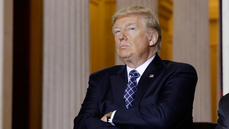 """Trump asiste a la ceremonia """"Days of Remembrance"""" del Museo Memorial del Holocausto de los Estados Unidos en la Rotonda del Capitolio en Washington, EE.UU., 25 de abril de 2017."""