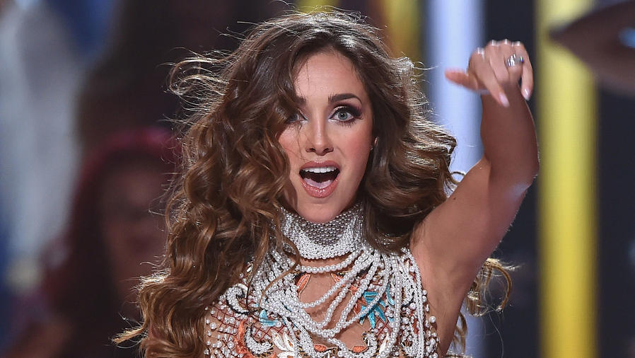 Anahí en los Premios Juventud, en 2015