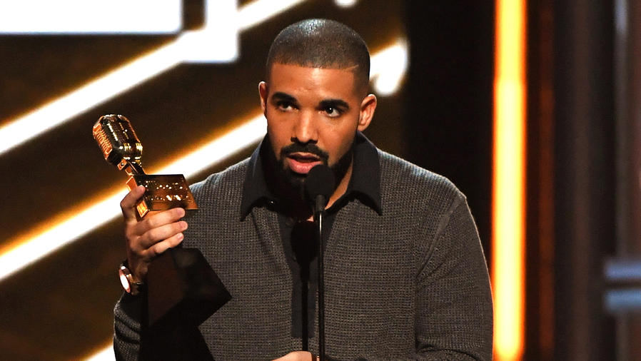 Drake en los 2017 Billboard Music Awards