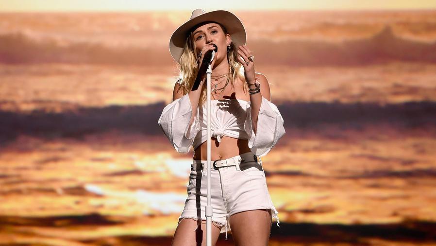 Miley Cyrus lloró en los Billboard Music Awards 2017