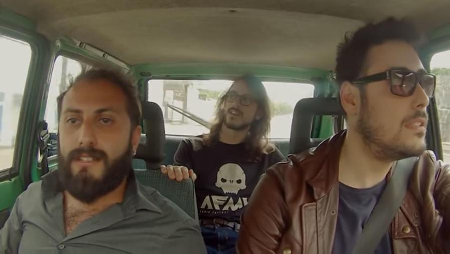 """Italianos cantan """"Despacito"""" en el auto"""