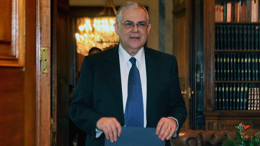 El ex primer ministro de Grecia,  Lucas Papademos, en el palacio presidencial en Atenas  el 11 de abril del 2012