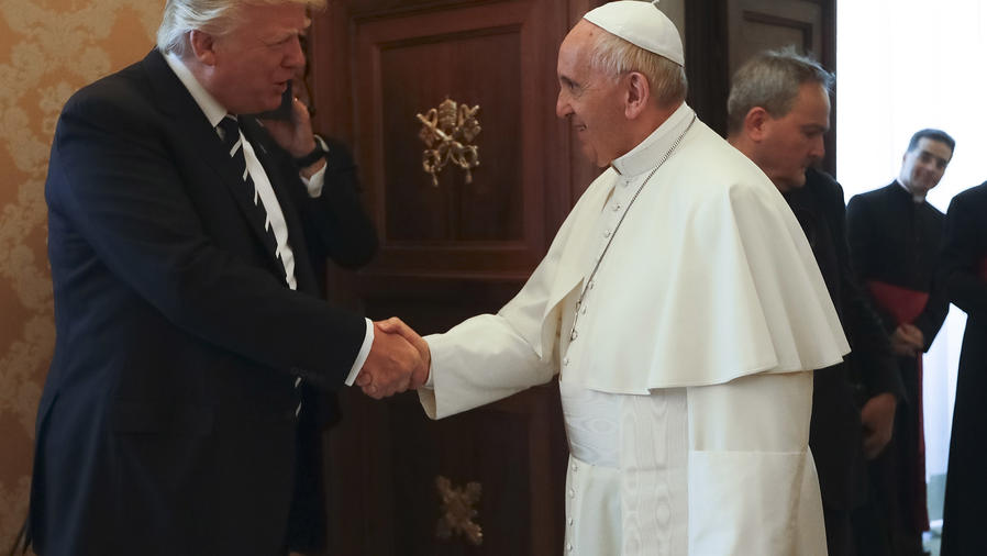 La reacción del Papa al recibir a Donald Trump