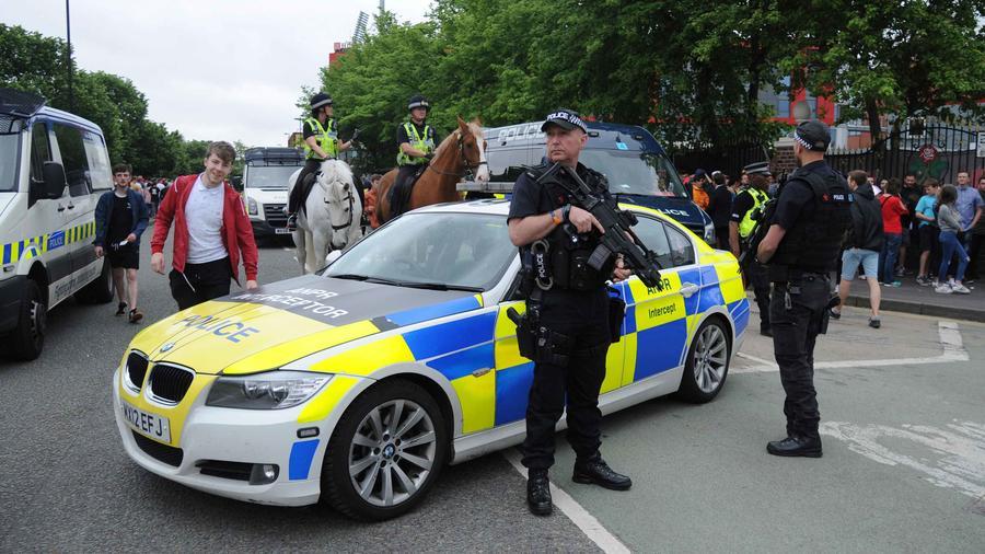 Policía custodia las calles de Manchester tras atentado en concierto de Ariana Grande