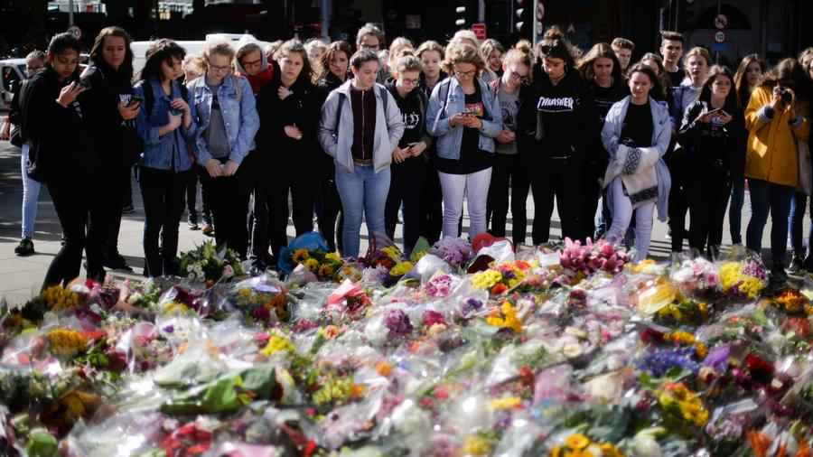 Millones de flores para honrar a las víctimas de los atentados en Londres