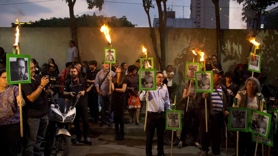 Protesta en mayo en Ciudad de México por el asesinato del periodista Javier Valdez.