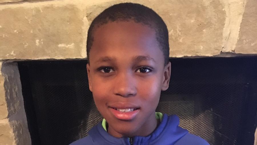 """Bishop Curry, de 10 años de edad, autor del invento de """"Oasis"""", un pequeño dispositivo capaz de salvar vidas."""