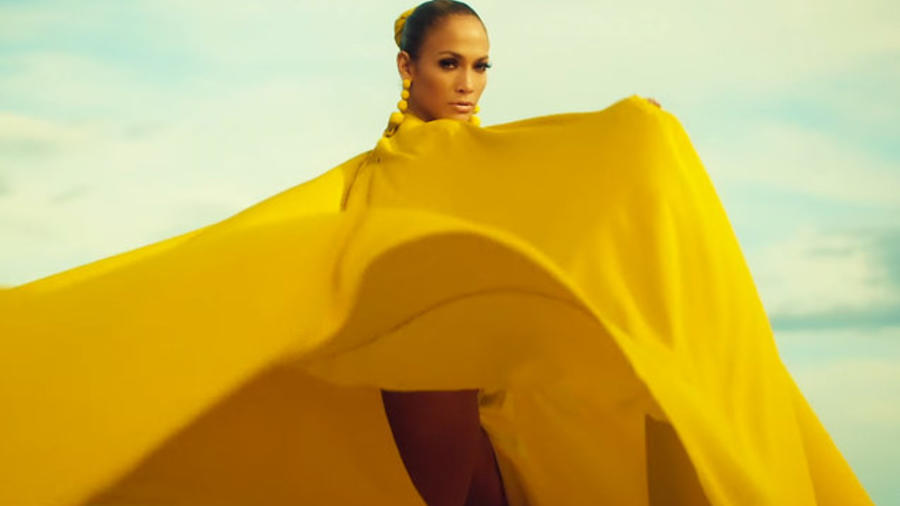 Jennifer Lopez en su video Ni Tu Ni Yo