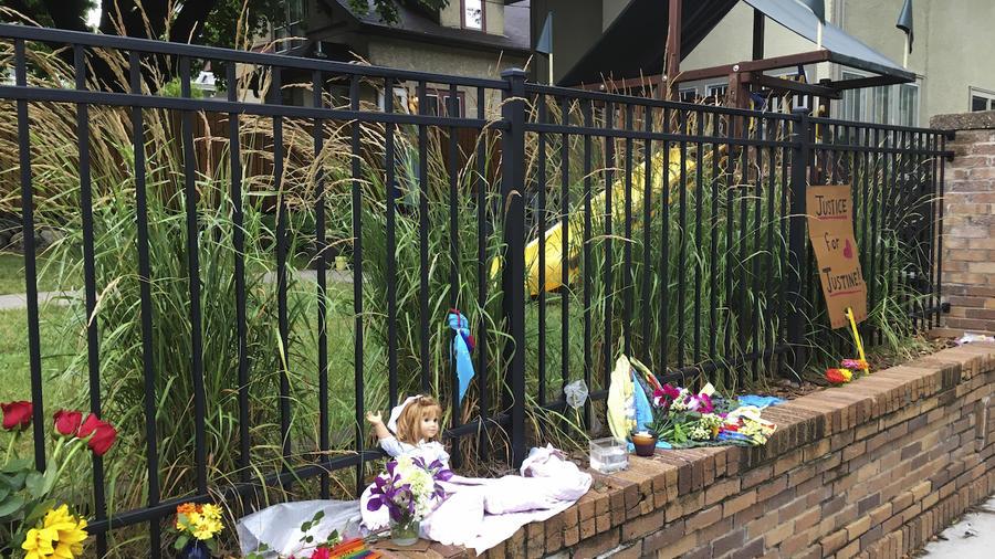 Memorial en el lugar de la muerte de Justine Damond en Minneapolis.
